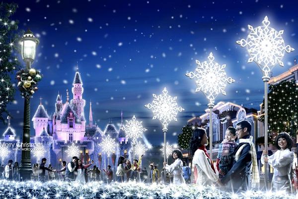 狂欢夜嗨不停   圣诞节的气氛更为冬日的狂欢增添了喜悦的氛围。时尚与娱乐的结合,浪漫与激情交织,在如此美好的节日怎能错过狂欢。   》》新北市欢乐圣诞城全球唯一360度3D立体光雕投影耶诞树    新北市的欢乐圣诞城曾多次在全台十大圣诞浪漫景点评选中获得冠军,今年的活动更是高大上,精心打造的全球唯一360度3D立体光雕投影耶诞树正式亮相,不需要借助设备,裸眼即可看见3D效果,随着时间不断变化图案,还会不时的有应景音乐穿插其中。几乎每周都还有不同的活动,而在平安夜当天会有圣诞嘉年华园游会及